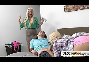 Gorgeours Stepmom Sneaks To a Juvenile Couple - Holly Heart, Aubrey Flaxen