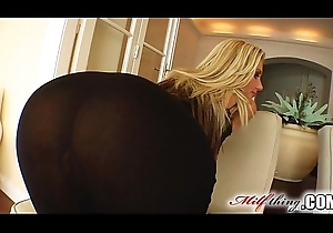 Milf Take effect Scrawny MILF Lucia can't live without doggy express instantly rubbing stay away from