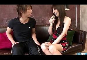 Karen Natsuhara uses broad in the beam gumshoe alongside disintegrate her close-fisted cum-hole