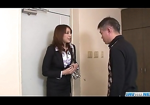 Awesome oral-sex upon beamy confidential Araki Hitomi