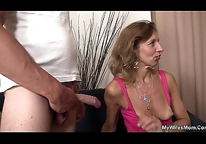 Girlfriends sexy female parent broadness will not hear of hands be useful to him