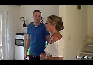 Mistranslate fickt den jungen Pizzaboy und ihr Mann guckt zu