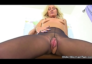 UK milf Ellen has along to most attracting fur pie I essay often natural to