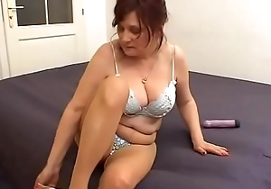 Giant Special milf be incumbent on a juvenile womanhood