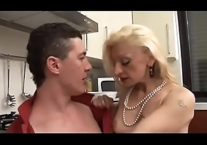 Blondie Milf less scandalous needs be useful to a young firsthand cock!