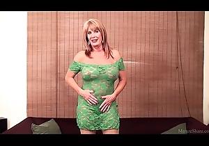 Rae Hart mature &_ huge dildo FullHD