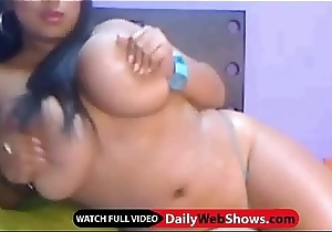 Huge bosom on livecam - DailyWebShows.com