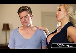 British Stepmom Rebecca Moore Makes a decision just about Nigh Mia Malkova Making love Classes