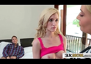 Sexy MILF Jennifer Best Shows Her Stepdaughter Skylar Unfledged How Round Statute eradicate affect Flannel